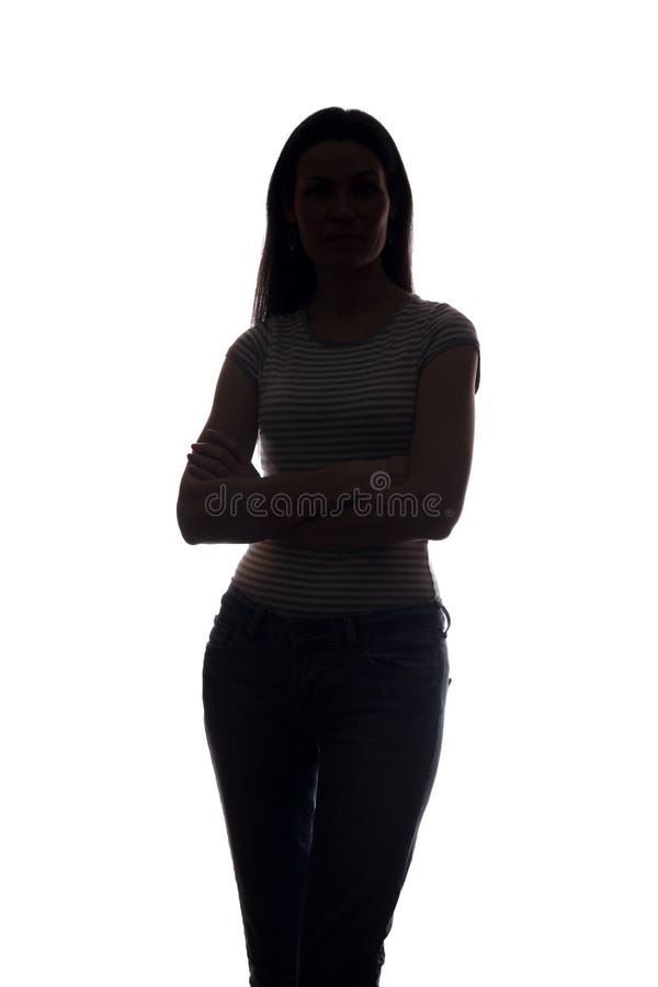 Look ahead de la mujer joven con el pelo que fluye - silueta vertical fotos de archivo libres de regalías