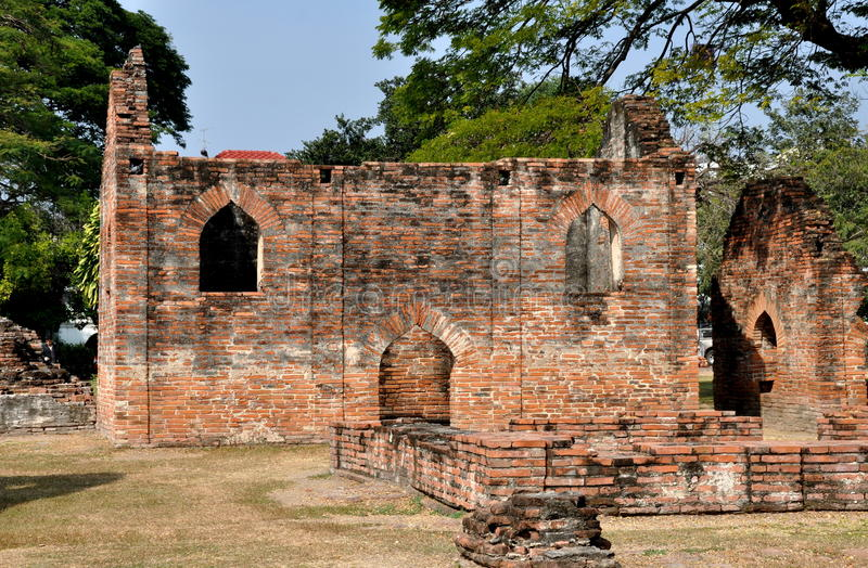 Lopburi, Ταϊλάνδη: Καταστροφές σε Wat Phra Narai Rachanivej στοκ φωτογραφίες με δικαίωμα ελεύθερης χρήσης