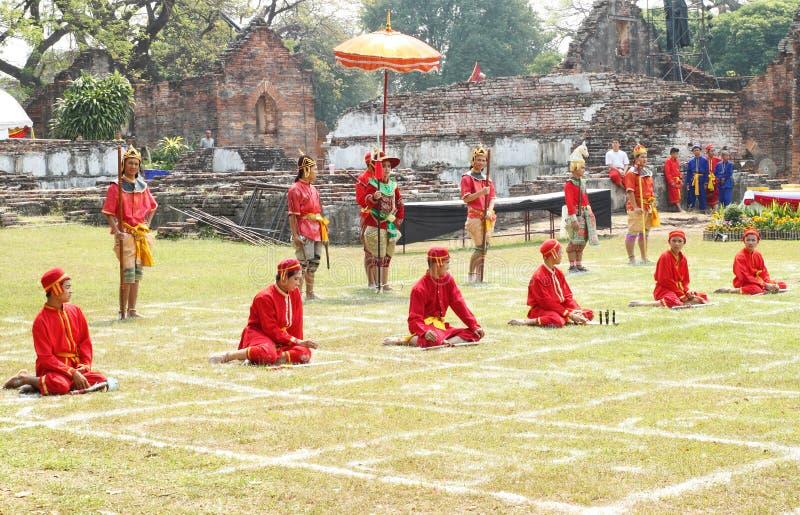 LOPBURI, THAILAND - 16 FEBRUARI: Siamese traditionele militairen tonen bij stock fotografie