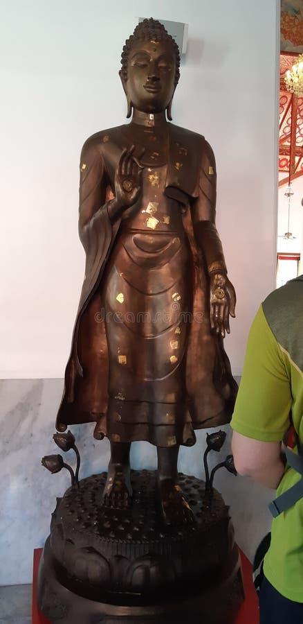 Lopende Boedha in een tempel van Wat Chanasongkram Thailand royalty-vrije stock afbeeldingen