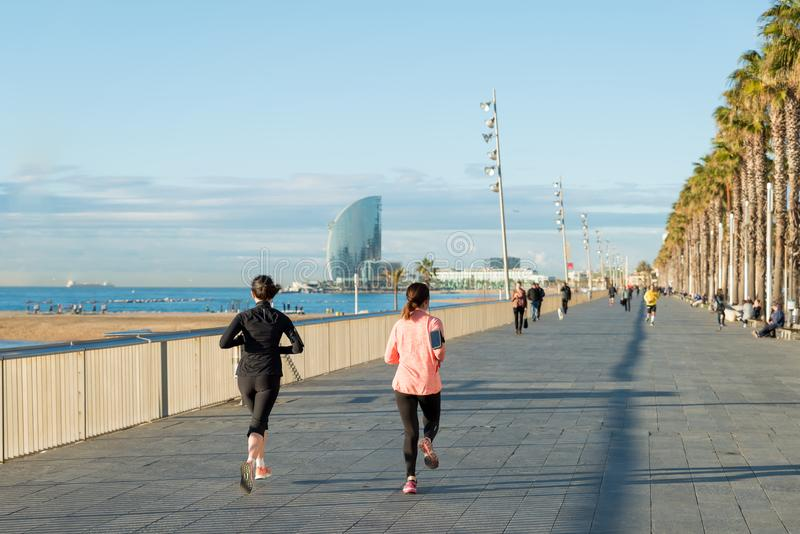 Lopende jogging op het Strand van Barcelona, Barceloneta Gezonde Lifesty royalty-vrije stock foto
