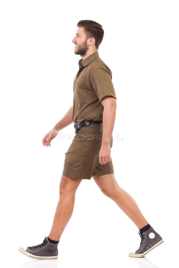 Lopende mens in kaki eenvormig stock foto