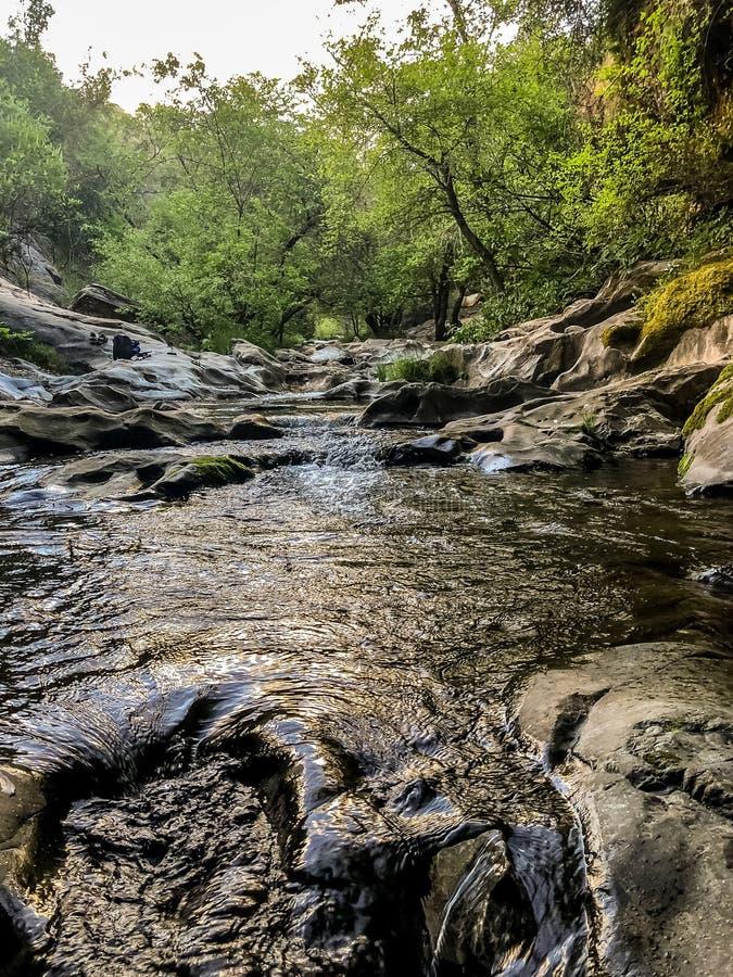 Lopende Rivier bij Natuurlijke Bruggen Californië royalty-vrije stock foto