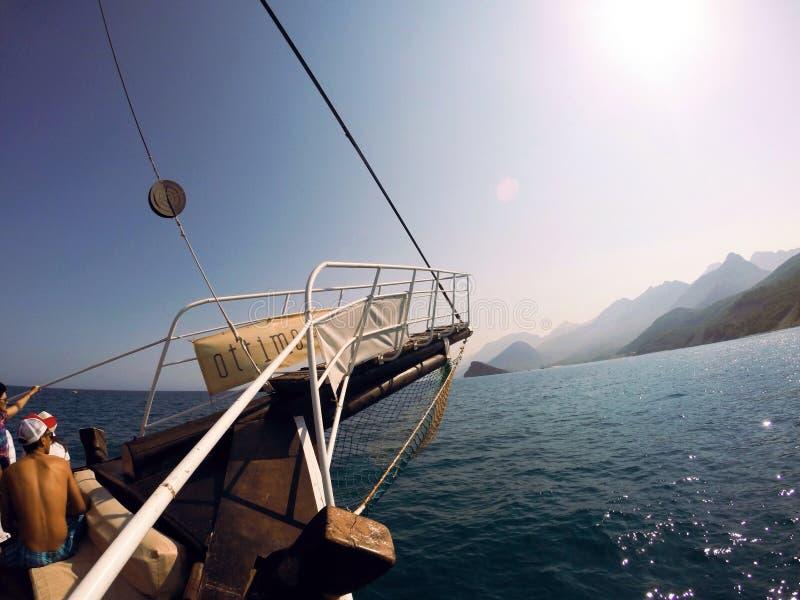 Lopp för kryssning för tur för berg för Turkiet havsvatten arkivbild