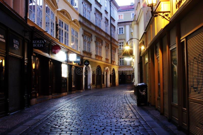 Lopp för sikt-att se av stadssikten på Pargue, Tjeckien royaltyfri foto