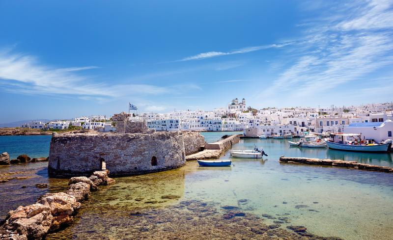 Lopp Grekland: Pittoresk Naousa by, Paros ö, Cyclades, Grekland royaltyfria foton