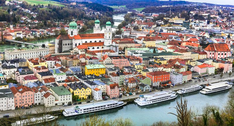 Lopp i Tysklandfartygkryssning i Danube River Passau stad i Bayern arkivfoton