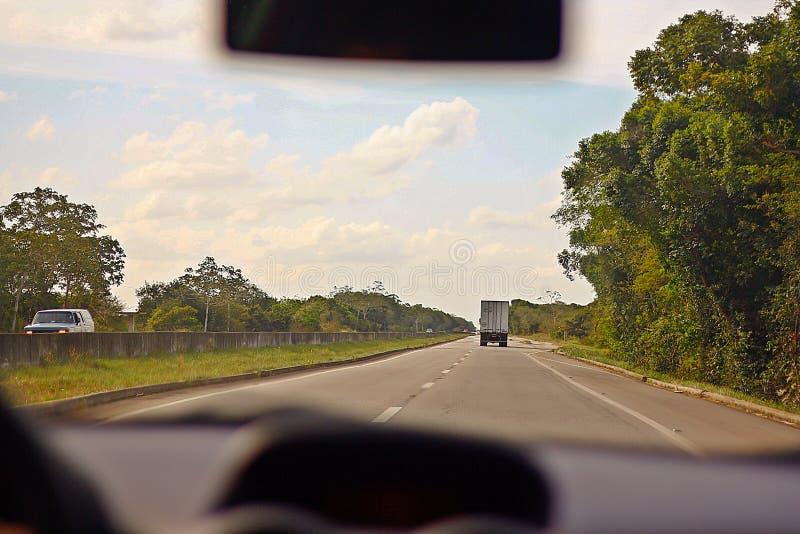 Lopp på en brasiliansk väg royaltyfri fotografi