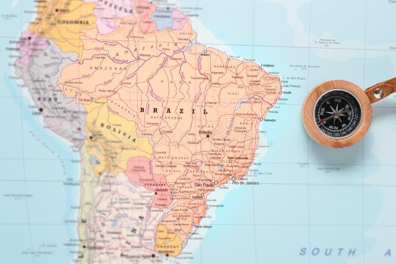 Loppdestination Brasilien, översikt med kompasset arkivfoto