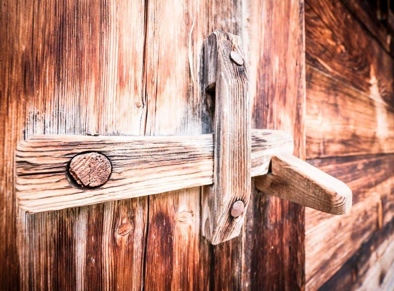 Loquet en bois images stock