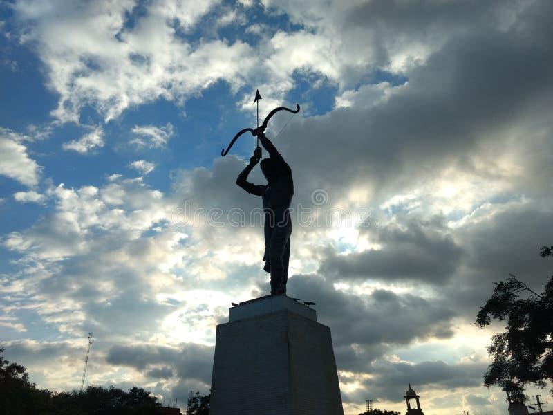 Lord Arjun Bronze-standbeeld bij smsstadion, Jaipur, Rajasthan stock fotografie