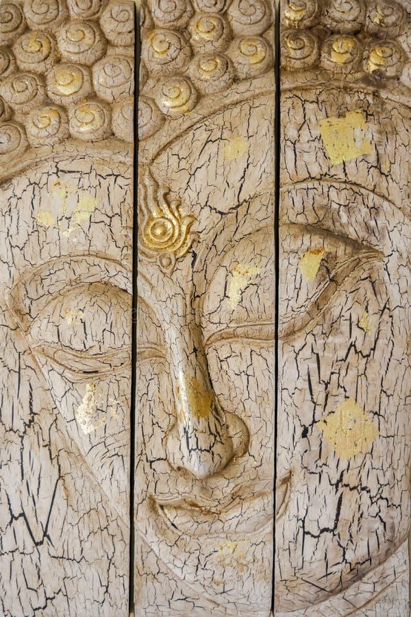 Lord Buddha & x27; cinzeladura de madeira da cara de s fotografia de stock