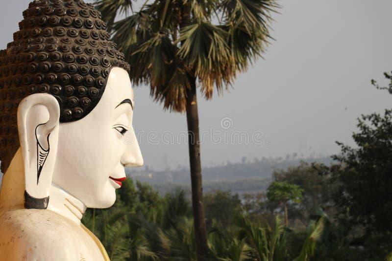 Lord Buddha está olhando-o imagem de stock