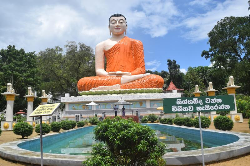 Lord Buddha Stature With Blue himmel royaltyfria foton