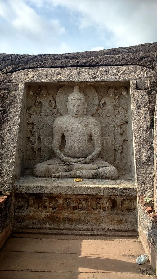 Lord Buddhas Rock Statue In Thanthirimale imagens de stock royalty free