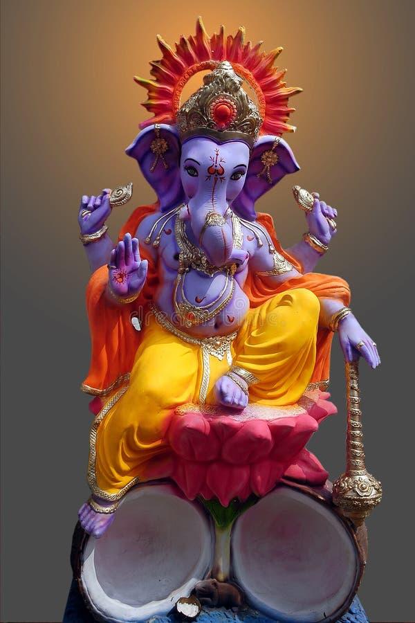 Lord Ganesh, das auf Lotos sitzt lizenzfreie stockbilder