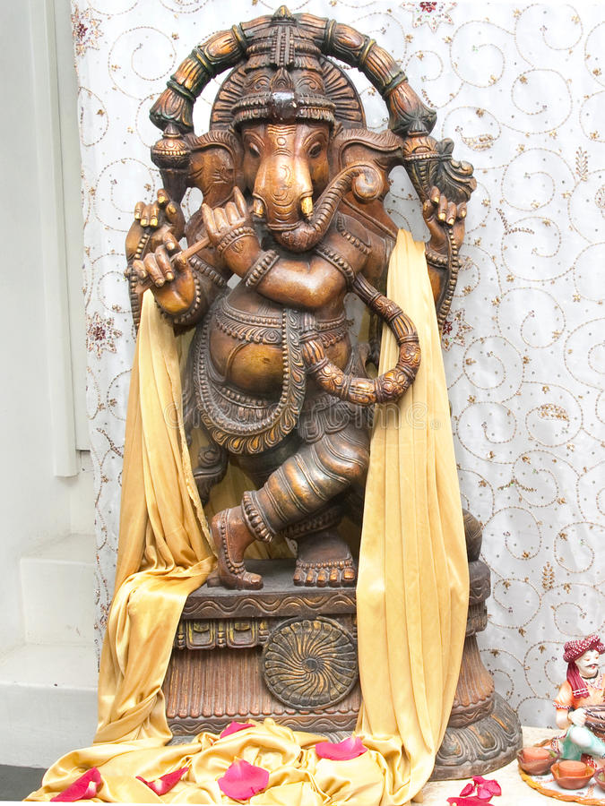 Lord Ganesha, der Flöte spielt lizenzfreie stockfotografie
