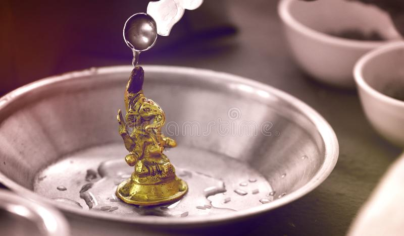 Lord Ganesha die worden geprijst royalty-vrije stock foto