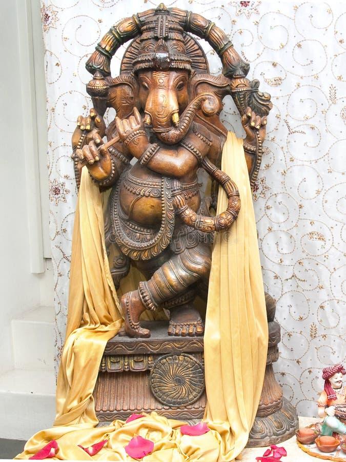 Lord Ganesha som spelar flöjten royaltyfri fotografi