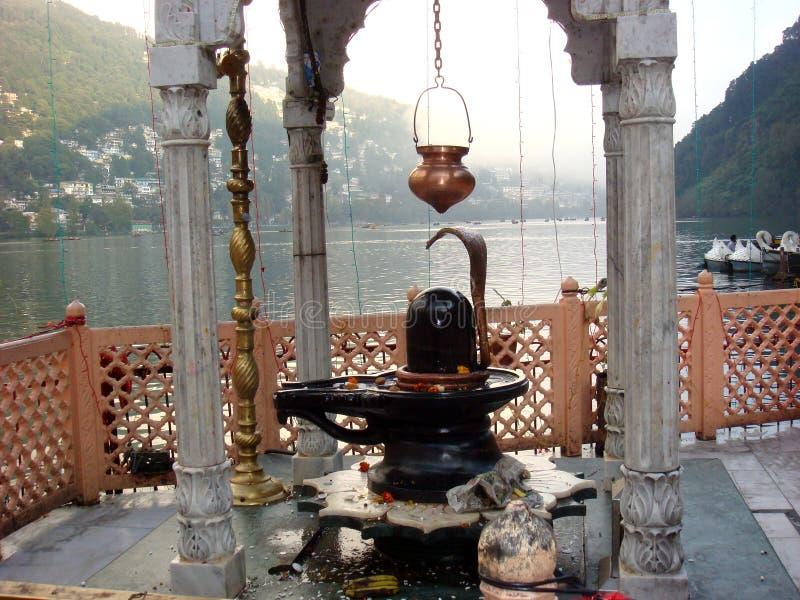 Lord Shiva Temple nel lago Naini fotografia stock