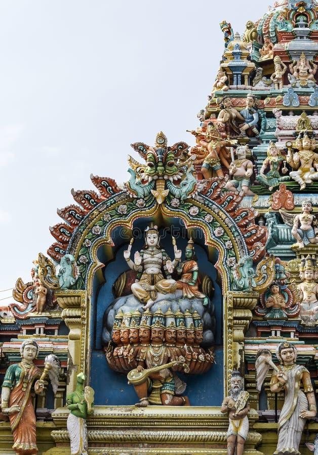 Lord Shiva und seine Frau Parvati, der auf Kailash Mountain sitzt lizenzfreies stockfoto