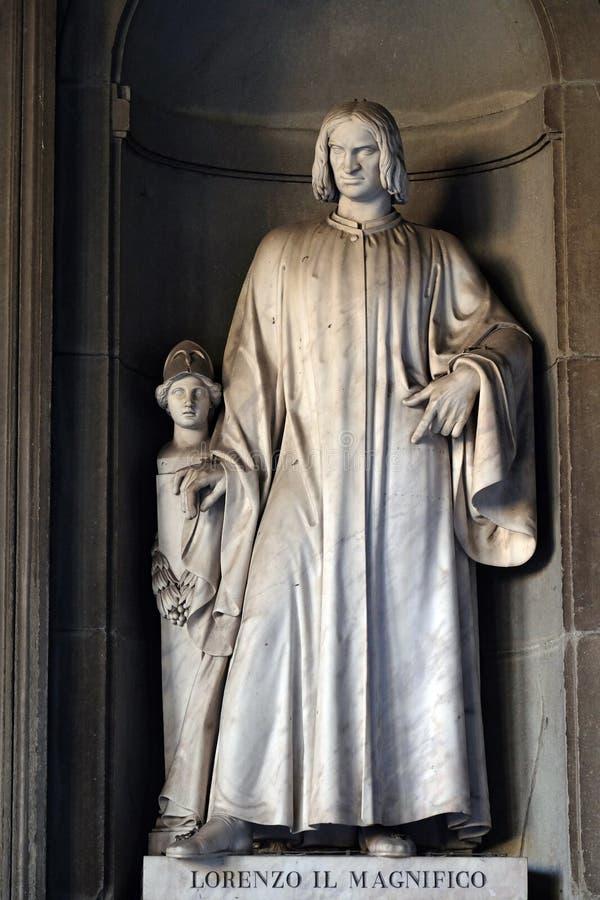 Lorenzo IL Magnifico, Statue in den Nischen der Uffizi-Kolonnade in Florenz stockfotos