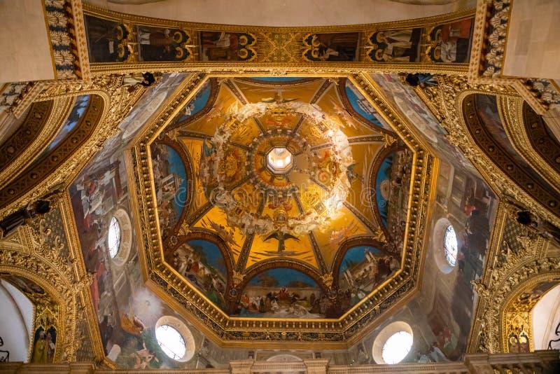 Loreto, Ancona, Italië - 11 10 2018: Binnenland van het Heiligdom van Loreto, Santuario-dellamadonna, detail van het Heilige Huis stock foto