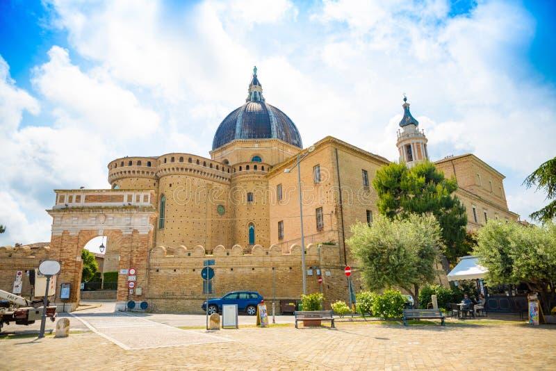 Loreto, Ancona, Włochy - 8 05 2018: Sanktuarium Santa Casa apsyda bazylika w Loreto, Włochy obraz royalty free