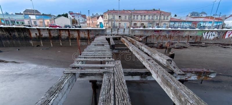 Loreto Pier Bridge em Punta Arenas, o Chile imagens de stock royalty free