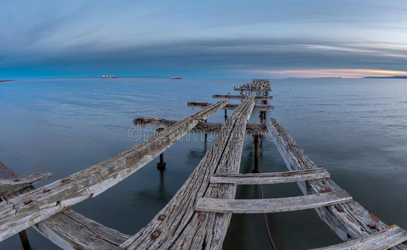 Loreto Pier Bridge em Punta Arenas, o Chile foto de stock