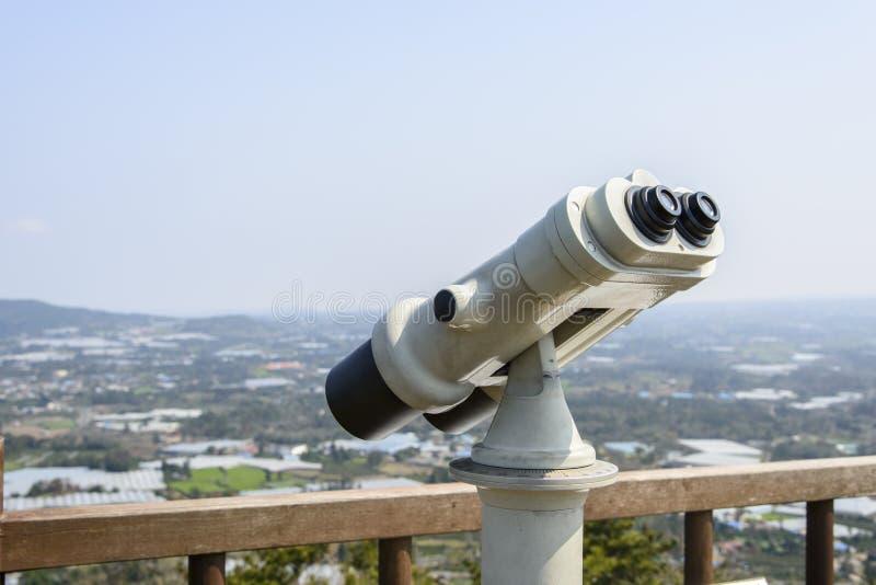 Download Lornetki Przy Obserwatorium Obraz Stock - Obraz złożonej z obserwujący, sceniczny: 53787287