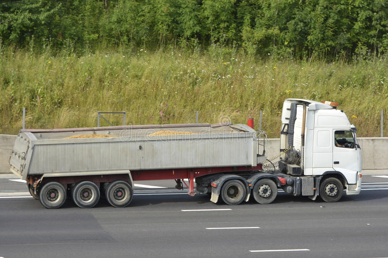Lorry With Articulated Loaded Tipper Trailer Carrying Sand Stock Photography