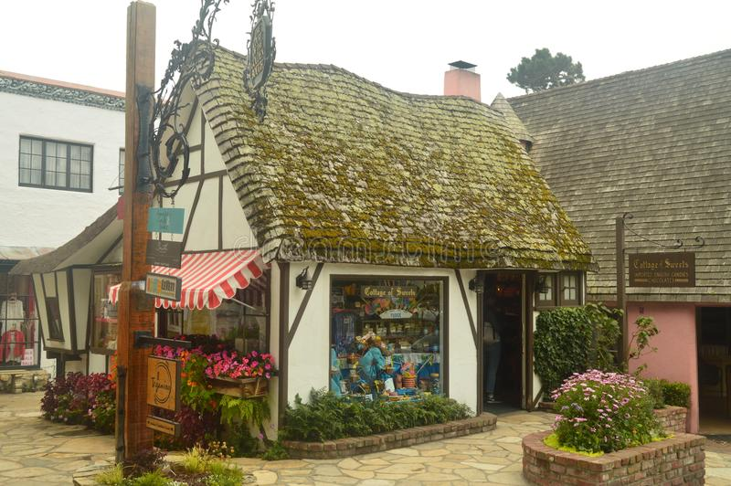 Lors de notre visite à Carmel By The Sea We pouvaient apprécier ses boutiques merveilleuses dans les petites maisons qui ont rega image stock