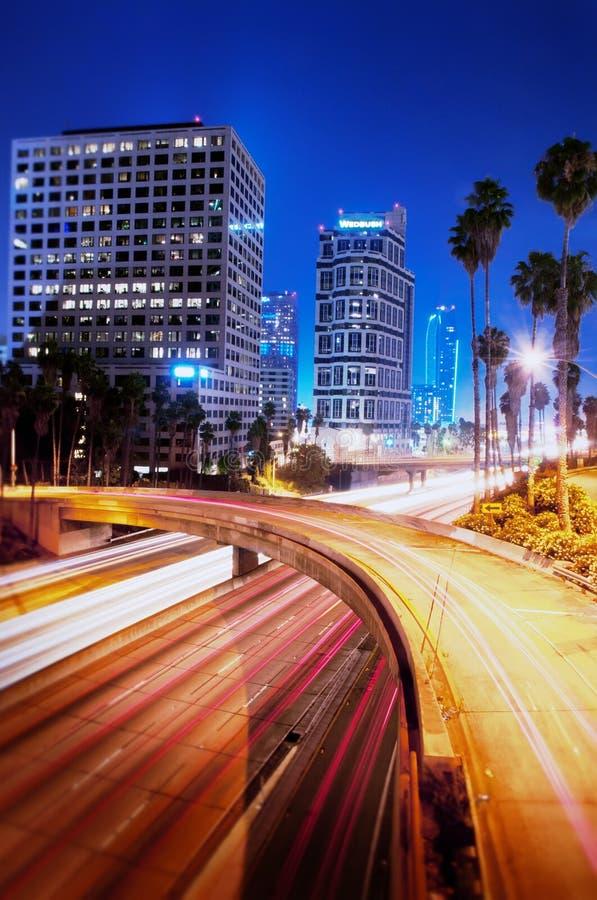 Los Ángeles céntrico en la noche imagen de archivo libre de regalías