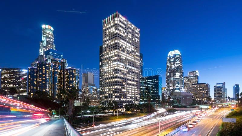 Los Ángeles céntrico en la noche fotografía de archivo libre de regalías