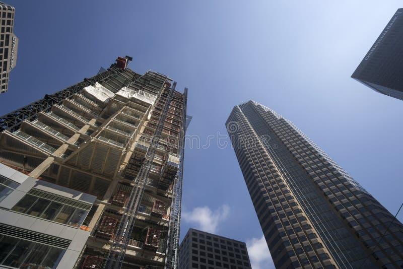 LOS ÁNGELES, CA, el 2 de junio de 1015 construcción floreciente en LA céntrico fotos de archivo