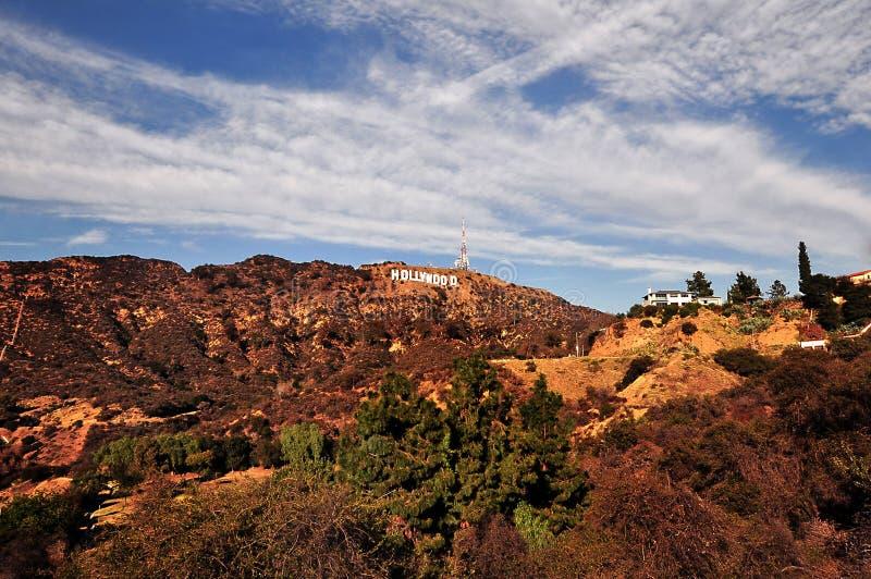 LOS ÁNGELES, CALIFORNIA, LOS E.E.U.U. - 29 DE DICIEMBRE DE 2015: La muestra de Hollywood es una señal situada en el soporte Lee e fotografía de archivo