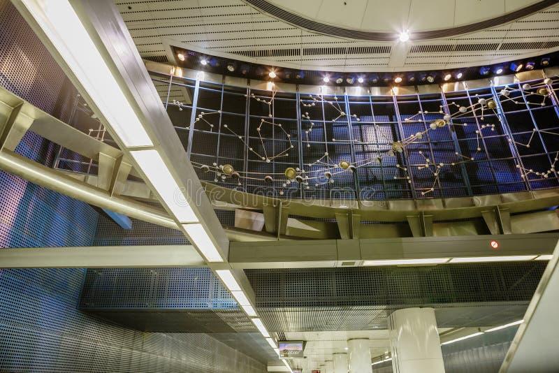 Los Ángeles, los E.E.U.U., 2016:02: Interior 25 de la línea de Vermont /Sunset Hollywood de la estación de metro imagen de archivo libre de regalías