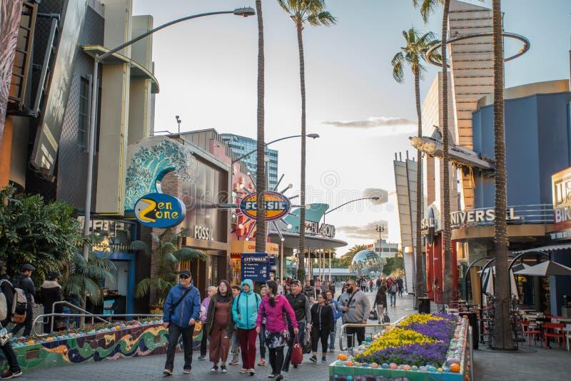 LOS ÁNGELES, los E.E.U.U. - marzo de 2018: CityWalk universal es el entretenimiento y los distritos al por menor situados adyacen imagen de archivo libre de regalías
