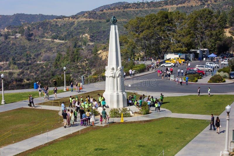 Los Ángeles, los E.E.U.U., monumento a los grandes astrónomos en Griffith Observatory foto de archivo libre de regalías