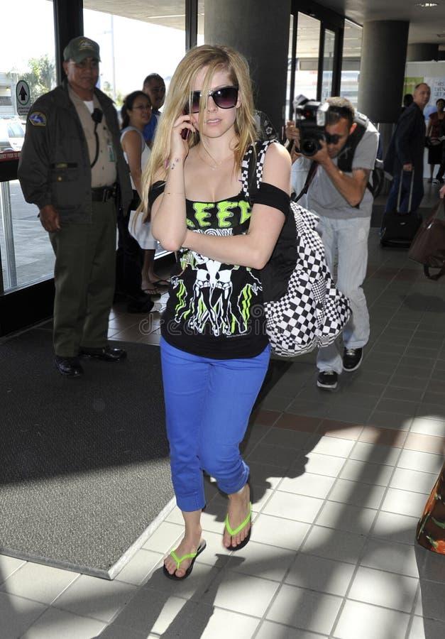 LOS ÁNGELES - ven al cantante Avril Lavigne en LAX foto de archivo libre de regalías