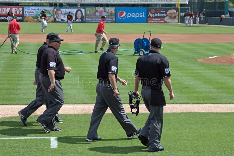 Los árbitros están en The Field imagen de archivo