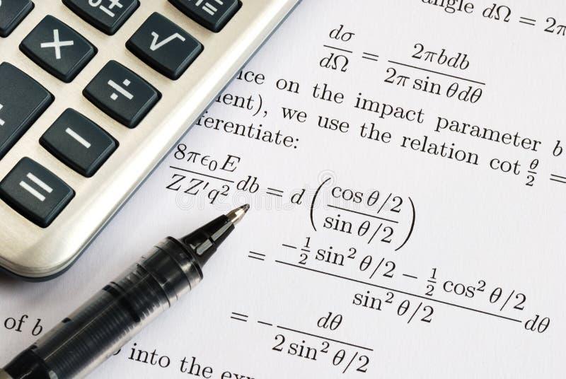 Los één of andere ingewikkelde wiskundevraag op stock afbeeldingen