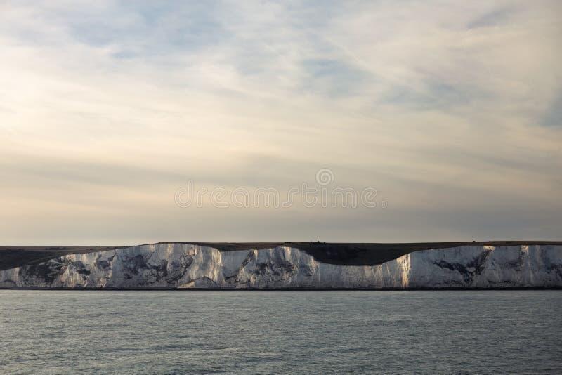 Los acantilados blancos de Dover en la puesta del sol fotos de archivo libres de regalías