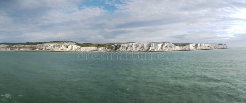Los acantilados blancos de Dover - mire del mar fotografía de archivo
