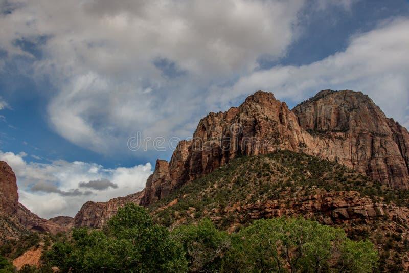 Los acantilados de Zion Canyon imagenes de archivo