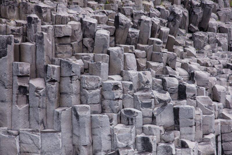Los acantilados del basalto con la formaci n de roca for Formacion de la roca