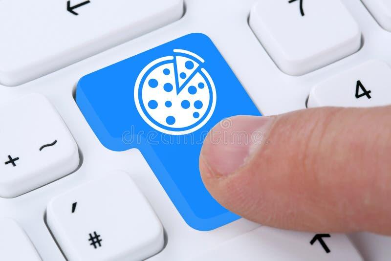 Los alimentos de preparación rápida en línea de la pizza que ordenan piden Internet de la comida rápida de la entrega imágenes de archivo libres de regalías