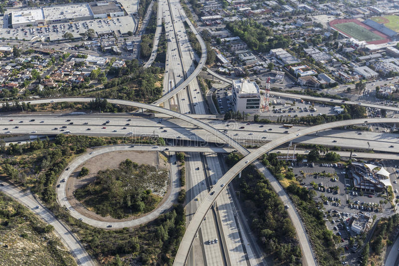 Los Angeles-Antenne von Glendale und von Ventura Freeways Interchange stockbilder