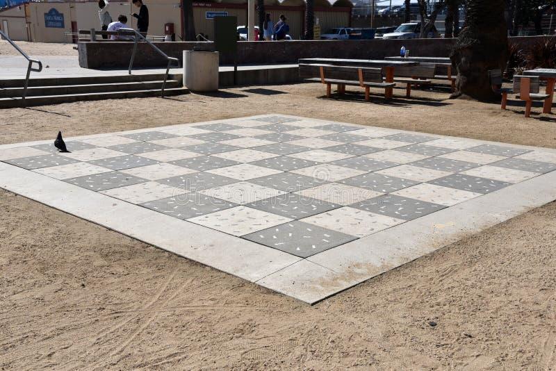 LOS ANGELES, CA/USA - MARZEC 17, 2019: Naturalnych rozmiarów szachowa deska w Snata Monica zdjęcia royalty free